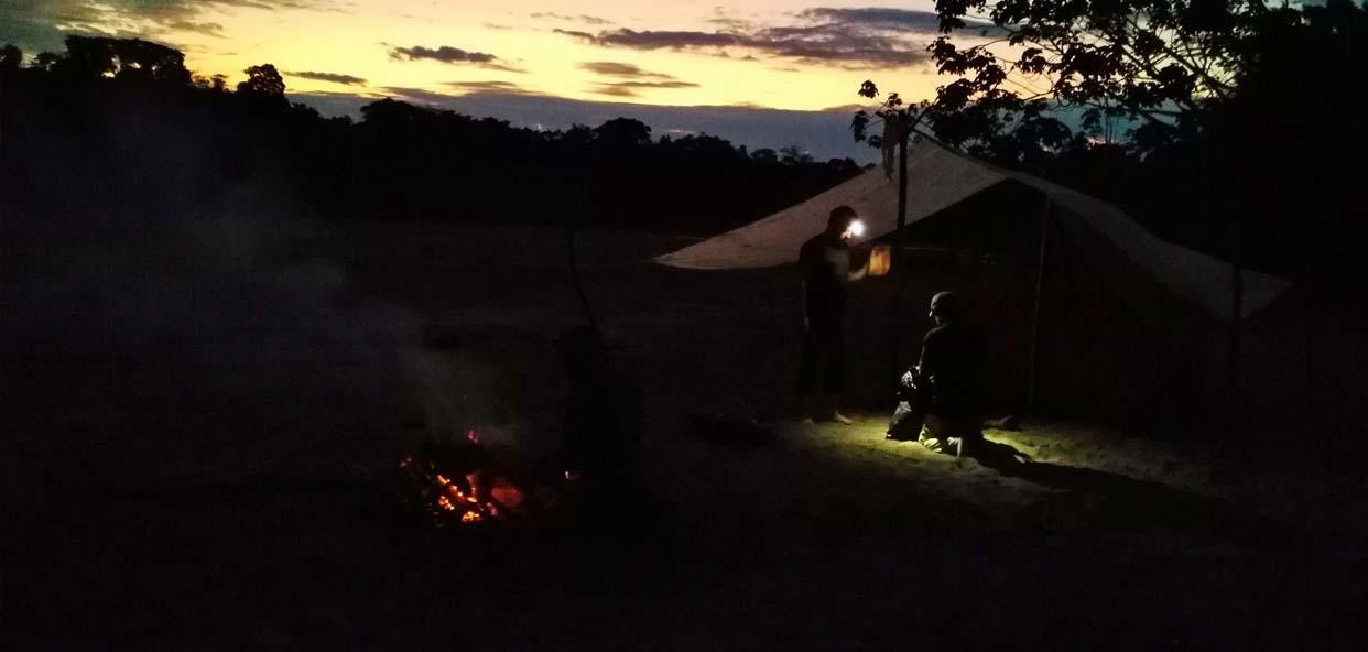 Acampada-nocturna-selva-parque-yasuni-ecuador