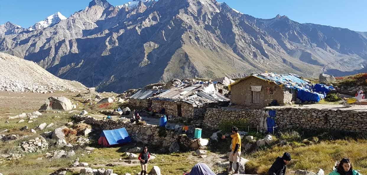 Convive-en-autenticos-poblados-entre-las-montanas