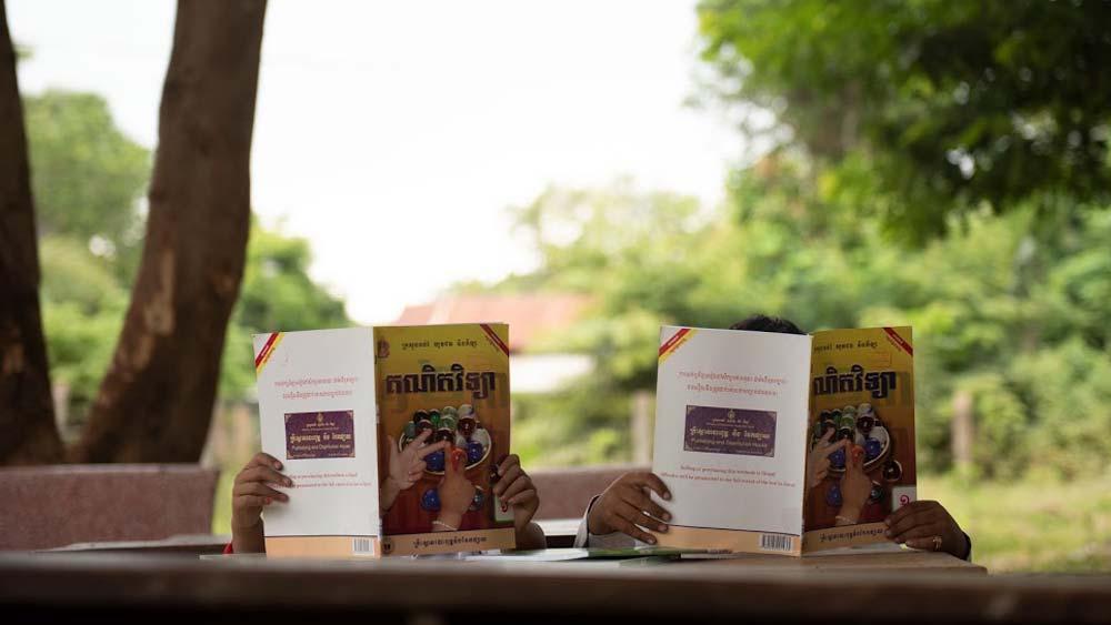 Moliendo-cafe,-turismo-sostenible-Cuba