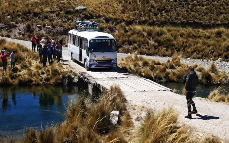 Mini-bus-turismo-repsonsable-peru