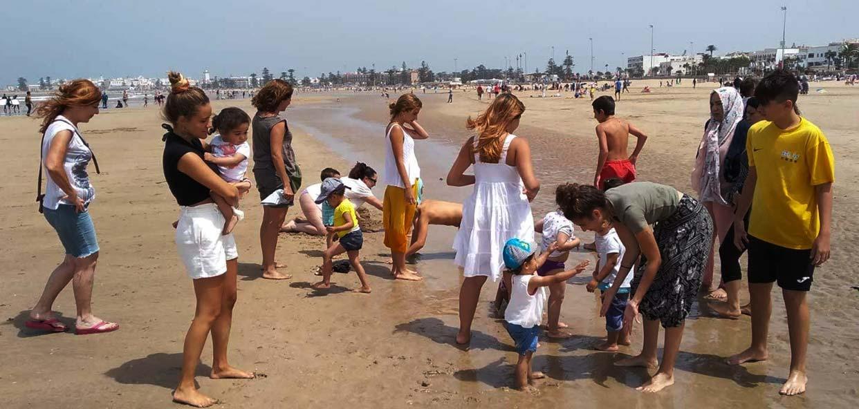 Salida-playa-con-niños-orfanato-esasouira-darna