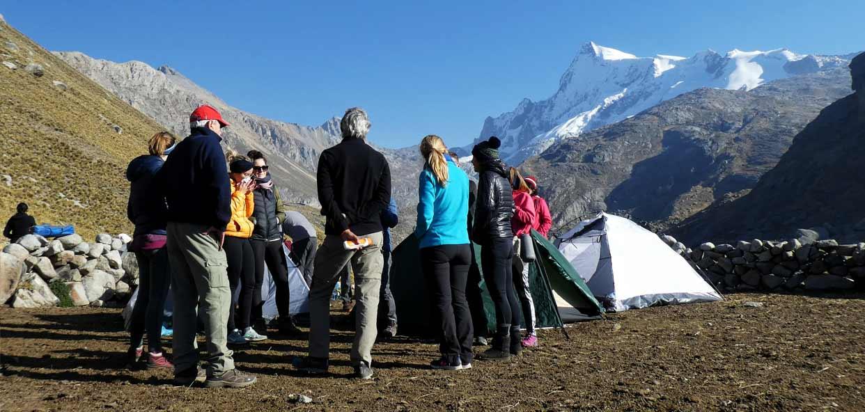 Turismo-Responsable-y-sostenible-Peru-acampada