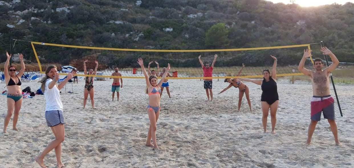 volley-playa-Menorca-campamento-viejoven